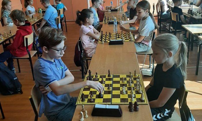 """Turniej szachowy """"Budzimy szkołę"""""""